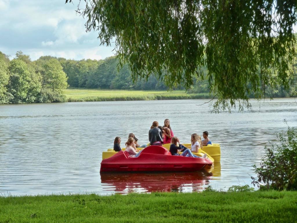 De Kano- en Waterfietsenverhuur heeft het seizoen geopend, maar nog niet voor grote groepen.