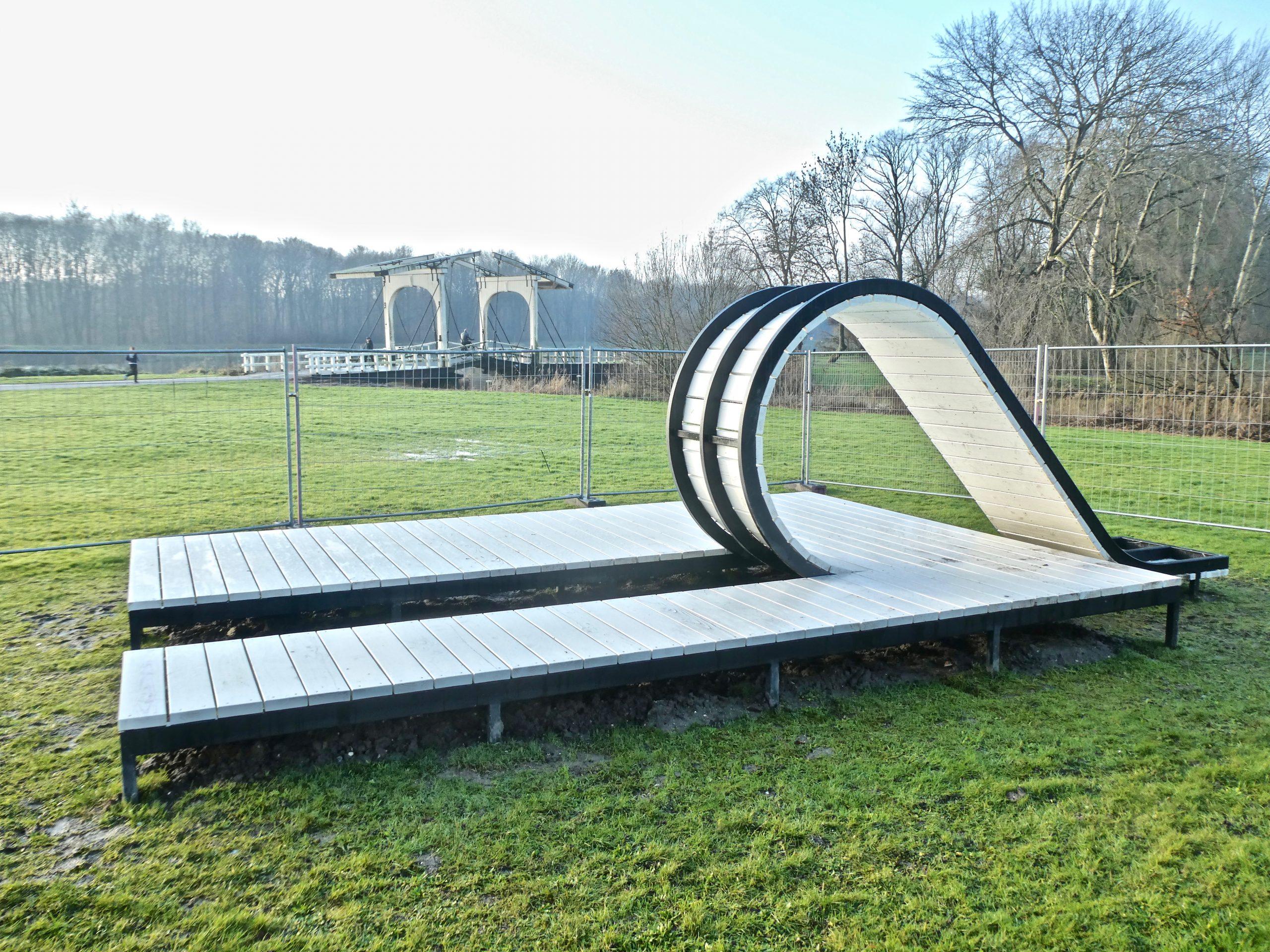 Het nieuwe kunstwerk van Gabriël Lester bij de ophaalbrug langs de Bosbaan
