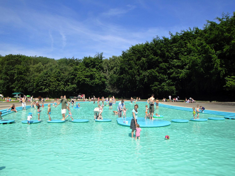 Het Groot Kinderbad bestaat 65 jaar in het Bos