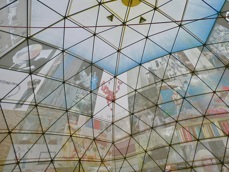 De binnenkant van een grote tent bij Nieuw en Meer