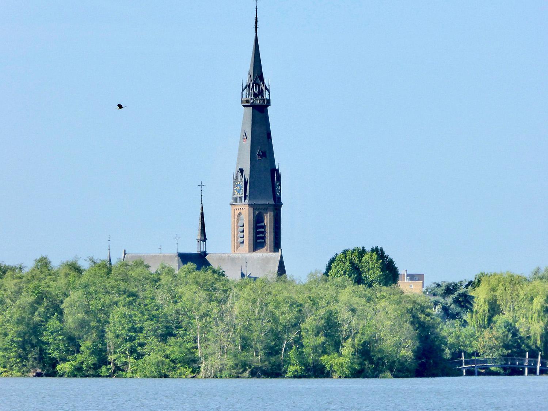 De Sint Urbanuskerk als rots in de branding