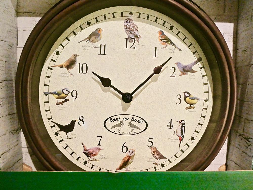 De Vogelklok. Ieder uur gaat er een andere vogel zingen.