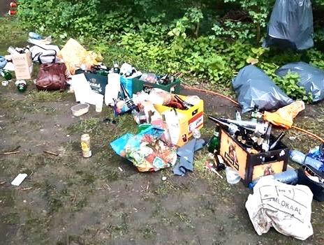 Wat de feestgangers onder andere achterlieten (foto: Politie Amstelveen)