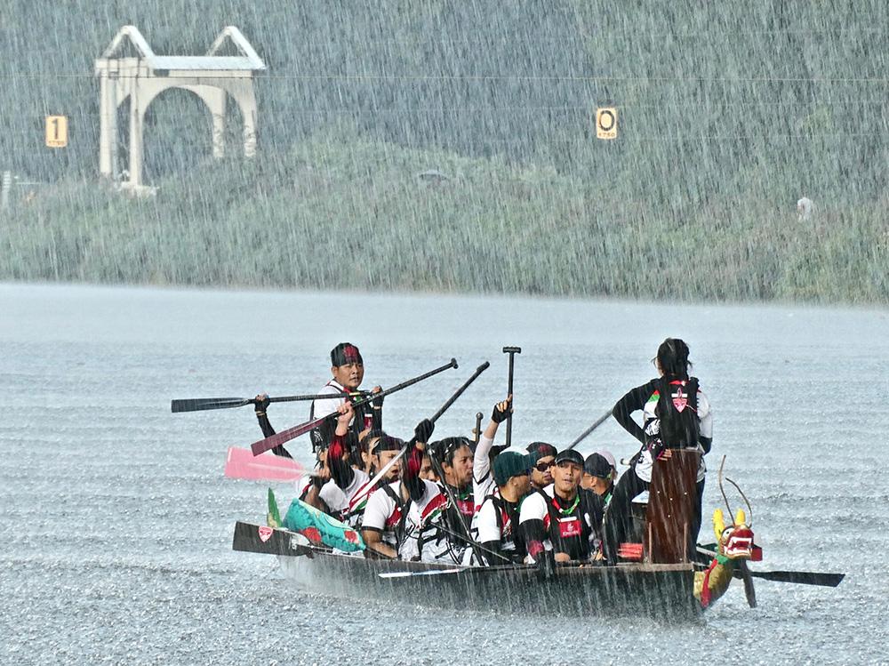De Drakenboot Regatta is dit jaar de eerste wedstrijd op de Bosbaan