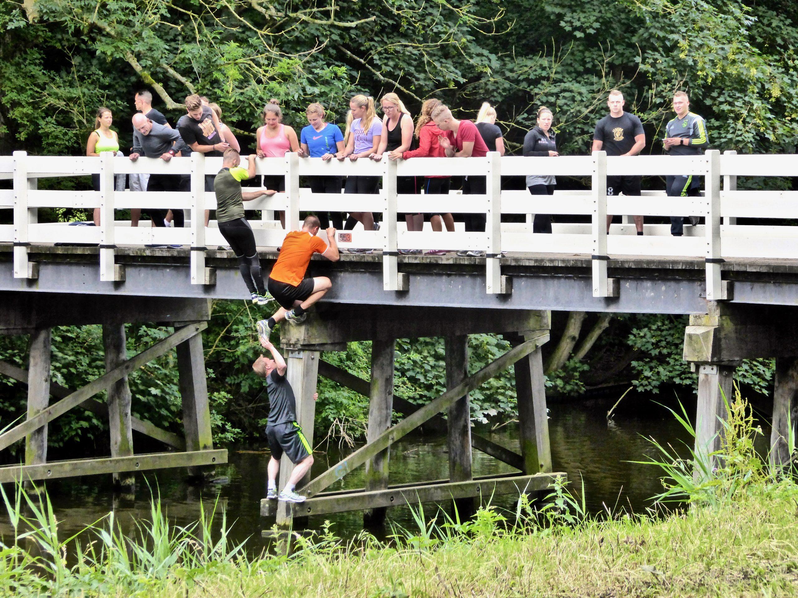 De renovatie van bruggen gaat continu door. Zo te zien is deze brug nog stevig genoeg.